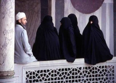 تعدد الزوجات قد يظلم المرأة.. ضوابط الإفتاء والأوقاف لم تتعارض مع حديث