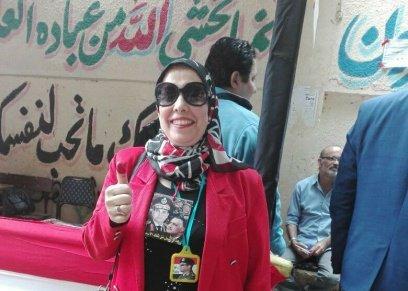 «هدى» ترتدي صور زعماء مصر في قلادة «جاية أرد الجميل»