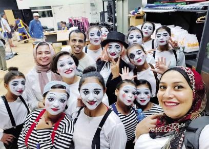 فتيات يتحدين الصعاب وظروف المجتمع بعرض مسرحي عن قيمة الصداقة