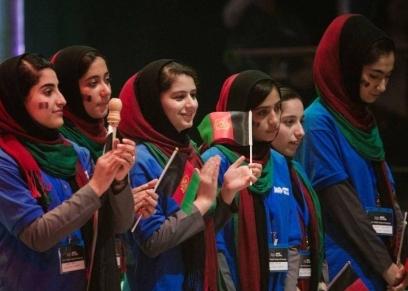 السلطات الأفغانية تعدل عن قرار يمنع الطالبات فوق الـ12 عاما من الغناء