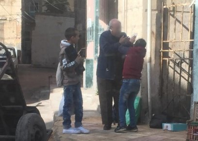 أم الطفل المعتدى عليه من صاحب محل عصافير: مش هسيب حق ابني