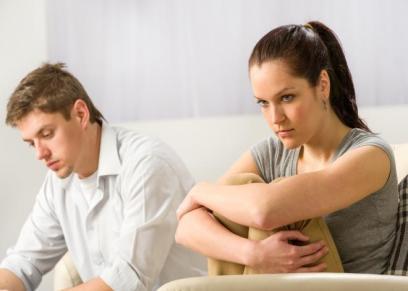 هل هجر الرجل لزوجته بسبب عجزه  الجنسي يعد طلاقا
