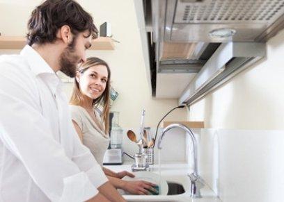 امرأة تنشر اعلانا تطلب فيه موظفة لتعليم الزوج أداء المهام المنزلية