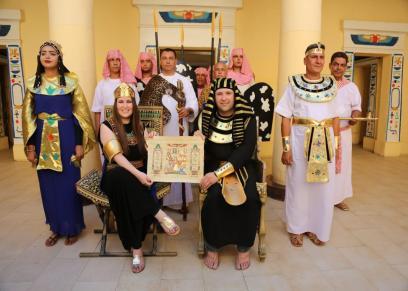 برازيليان يحتفلان بزفافهما على الطريقة الفرعونية