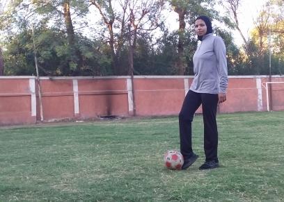 كابتن شيماء أول فتاة مدربة لكرة القدم في الأقصر