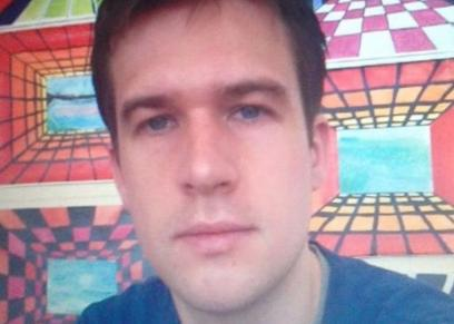 أندرو ديكسون الذي أعتدى على زوجته بالدامبل