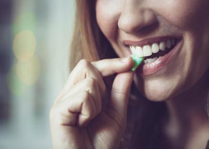 فوائد اللبان الخالي من السكر