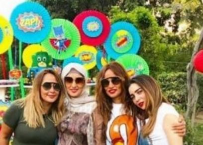 زينة وأخواتها البنات