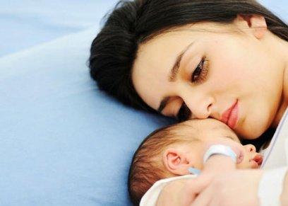 دراسة تربط بين اكتئاب الأم وتعرض الأطفال للخطر