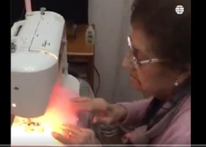 عجوز تصنع الكمامات وتسعيني يدعم الفرق الطبية.. الصحة العالمية: الكبار يعلموننا الانسانية