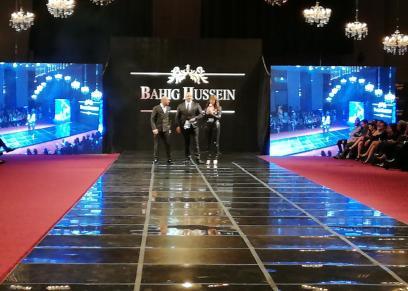 افتتاح عرض أزياء بهيج حسين بالنشيد الوطني بصوت شيرين