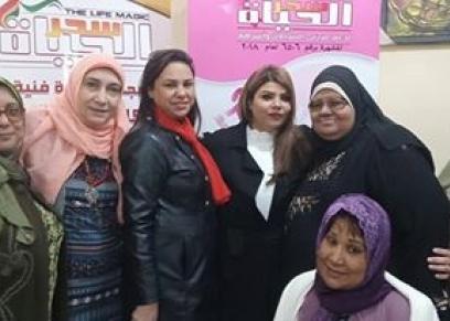 مصصفة شعر مصرية ترسم جمال محاربات السرطان على طريقتها