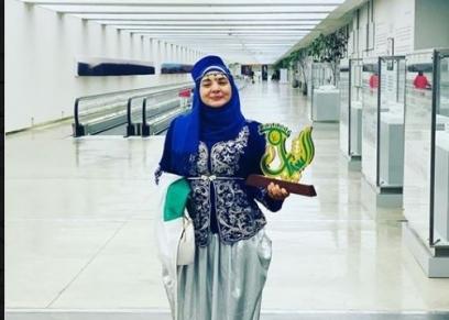 دنيا زاد الشابة الجزائرية التي يكرمها منتدى شباب العالم