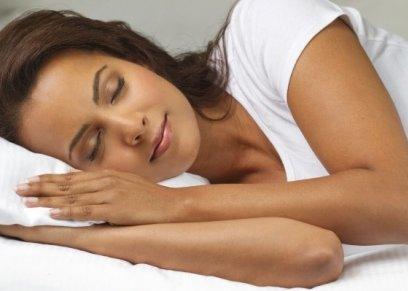 دراسة تحدد الأوضاع الخاطئة عند نوم الإنسان.. احذرها