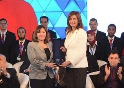 حصول الدكتورة هدى المراغي على وسام كندا