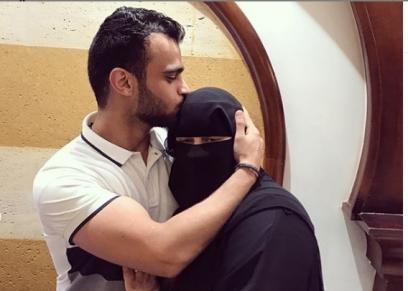 مصطفى حفناوي ووالدته