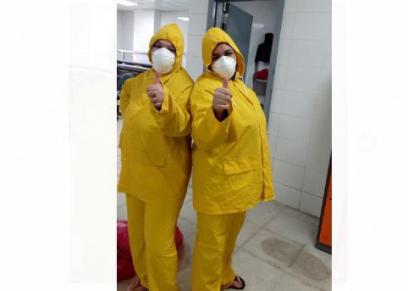 صفاء حسن وصديقتها داخل مستشفى العجمي