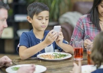 الأطفال واستخدام الهواتف الذكية