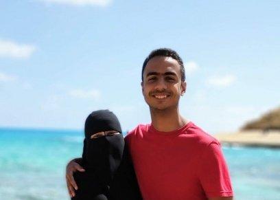 عمر طاهر ووالدته