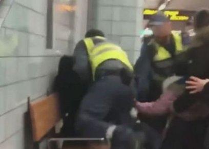حارسا الأمن يعتديان على امرأة في ستوكهولم