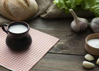 7 فوائد علاجية للحليب بالثوم