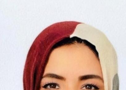الكاتبة منال عزام