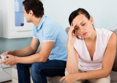 زوجة تقيم دعوى خلع بسبب إدمان زوجها لعب بلاي ستشين