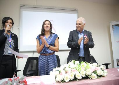 فريدة عثمان تكرم محاربات السرطان بمستشفى بهية