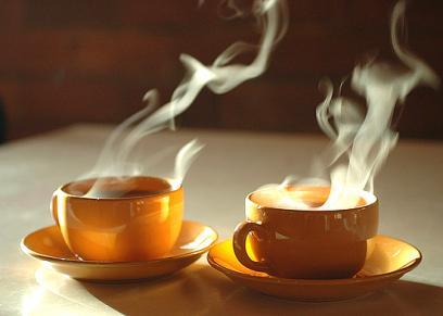 الشاي الساخن