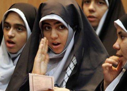 إيران تحظر شبكات التواصل الاجتماعي الأجنبية في المدارس