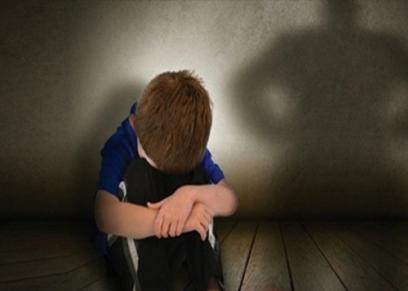 طبيب نفسي يوضح طرق تأهيل الأطفال بعد التعرض للتحرش