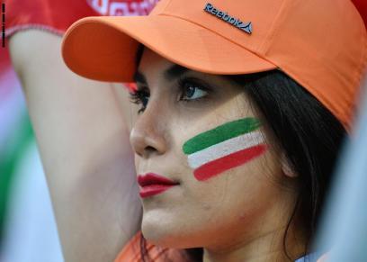 الحكومة الإيرانية تسمح للإيرانيات بحضور مباريات كرة القدم