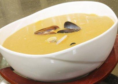 حساء العدس بالمأكولات البحرية من الوجبات التي تساعد الأسرة في الحصول على التدفئة