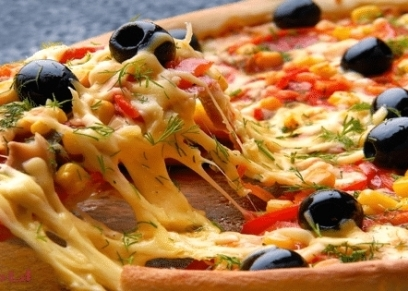 طريقة عمل البيتزا بطريقة سهلة وسريعة مثل المطاعم