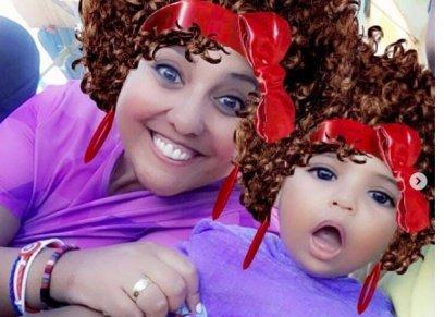 مي كساب تنشر صور بصحبه ابنتها وتعلق: