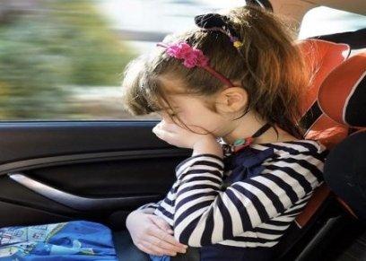 منها تشتيت الانتباه..5 طرق لحماية الأطفال من الغثيان أثناء السفر بالسيارة