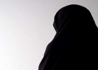 رشوها بحامض كيميائي.. اغتصاب باكستانية تحت تهديد السلاح أمام طفليها