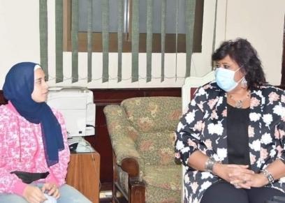 لقاء وزيرة الثقافة بهبة عبد الحميد بائعة التين الشوكي
