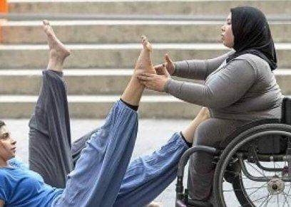 «منة» ترقص على كرسى متحرك