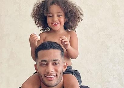 محمد رمضان ينشر صورة مع ابنته كنز