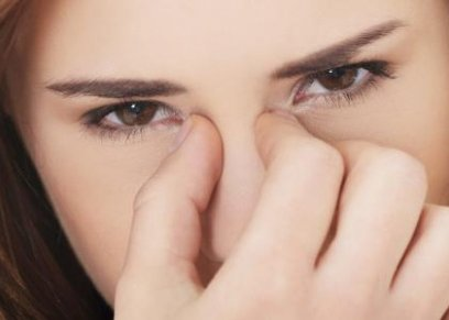عادات يومية تضر بصحة العين منها..