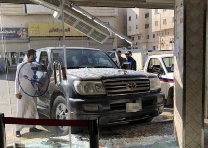بالفيديو| فتاة سعودية تقتحم مطعم بسيارتها