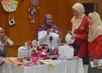 جمعيات خيرية تشارك معروضاتها بالمجان في القرية الفرعونية