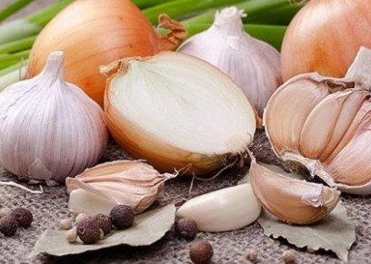 دور البصل والثوم في تقليل الإصابة بسرطان الثدي