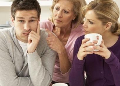 هل يجوز عدم زيارة أم الزوج أو الاتصال بها