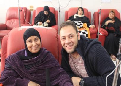 محمد على رزق يدعم مريضات سرطان الثدى