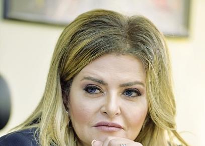 الكاتبة الصحفية دينا عبدالفتاح
