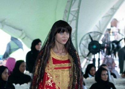 منى المنصورى تبهر الحضور بعرض أزياء تراثى مبهر فى عيد الإمارات الوطنى الـ 47