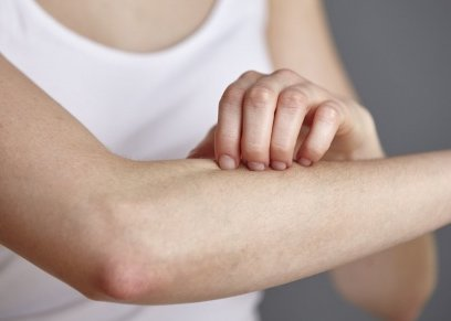 أستاذ الأمراض الجلدية توضوح طريقة الوقاية من حساسية حبوب اللقاح