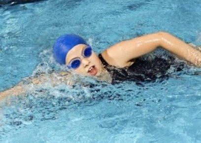 السباحة في المياه الباردة يعمل على إنقاص الوزن